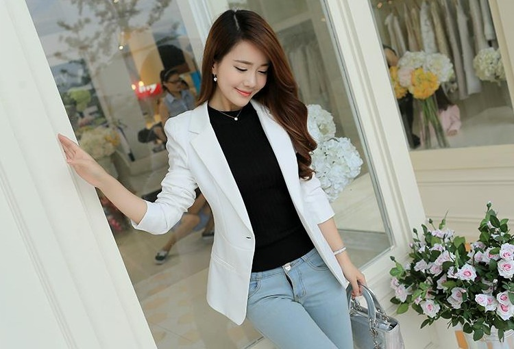 Getting the Best White Blazer Women