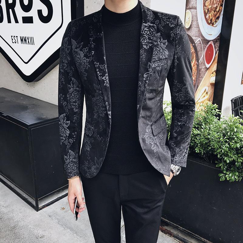 Black Blazer - A Stylish Men's Accessory