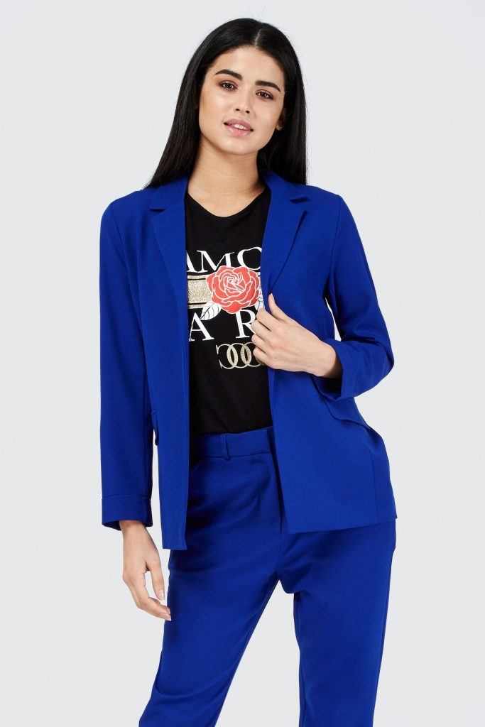 How to Accessorize Your Womens Blue Blazer