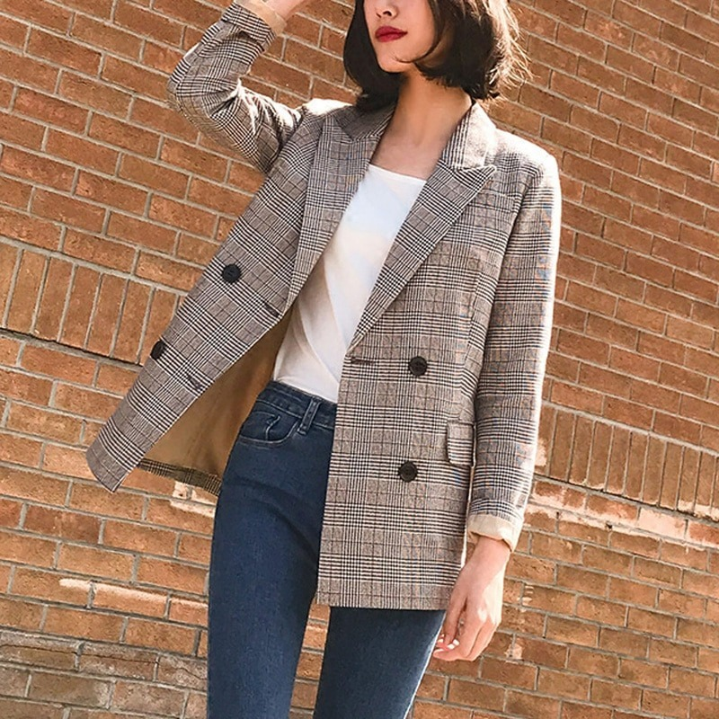 How to Wear Long Blazers With Jeans