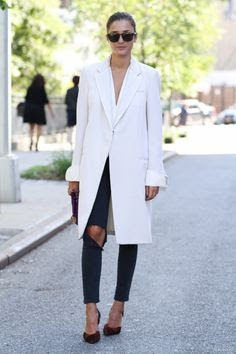How to Wear a Long Blazer With an Underhirt