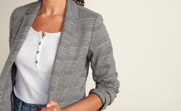 The Ultimate Guide to Wearing a Sweater Blazer With Jeans